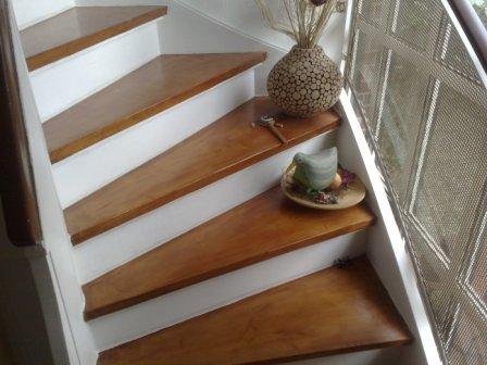 holztreppe streichen tolles design von treppen regale darunter with holztreppe streichen. Black Bedroom Furniture Sets. Home Design Ideas