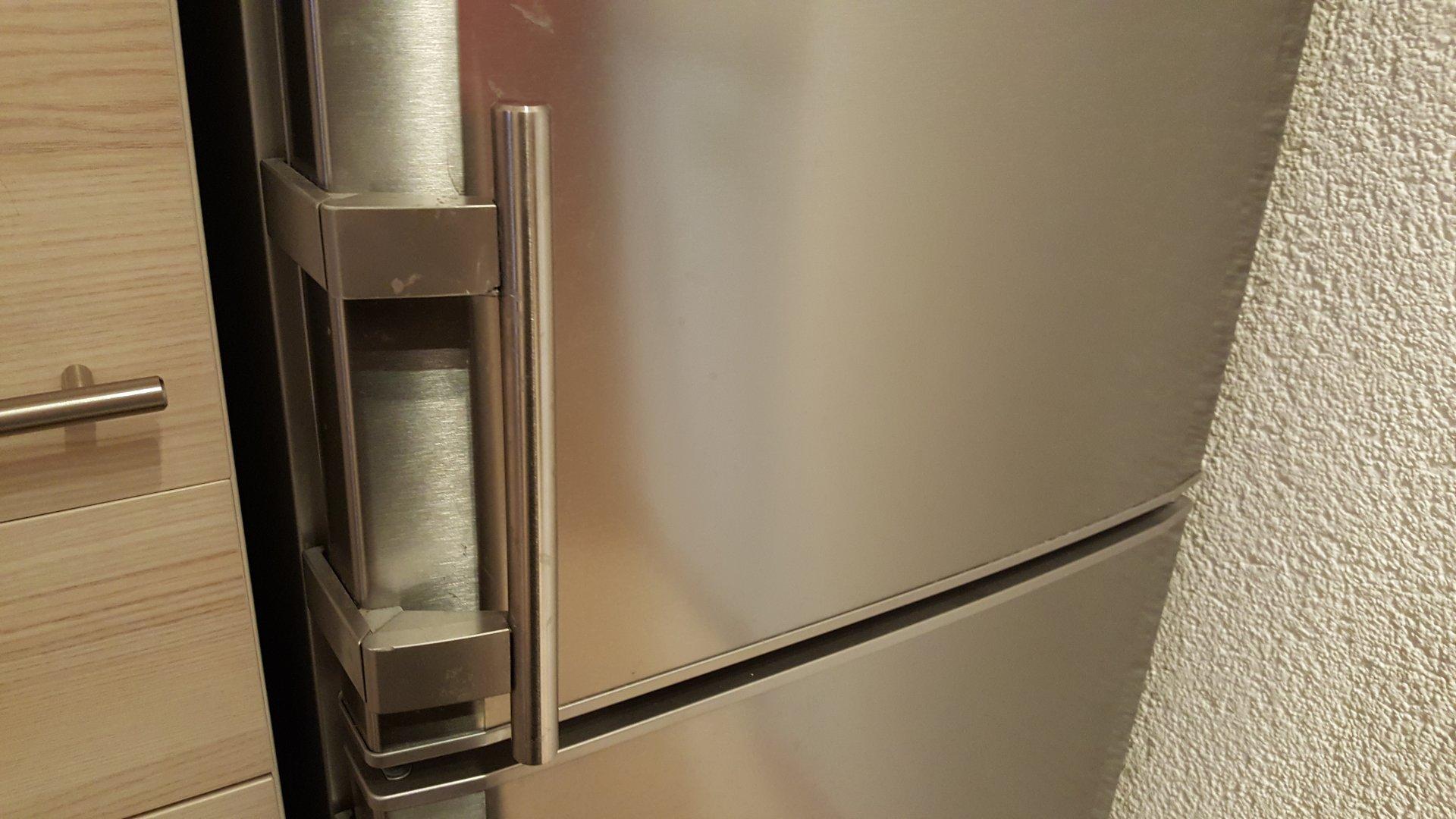 Siemens Kühlschrank Türanschlag Wechseln : Liebherr kühlschrank cupesf2721 wie türgriff wechseln?