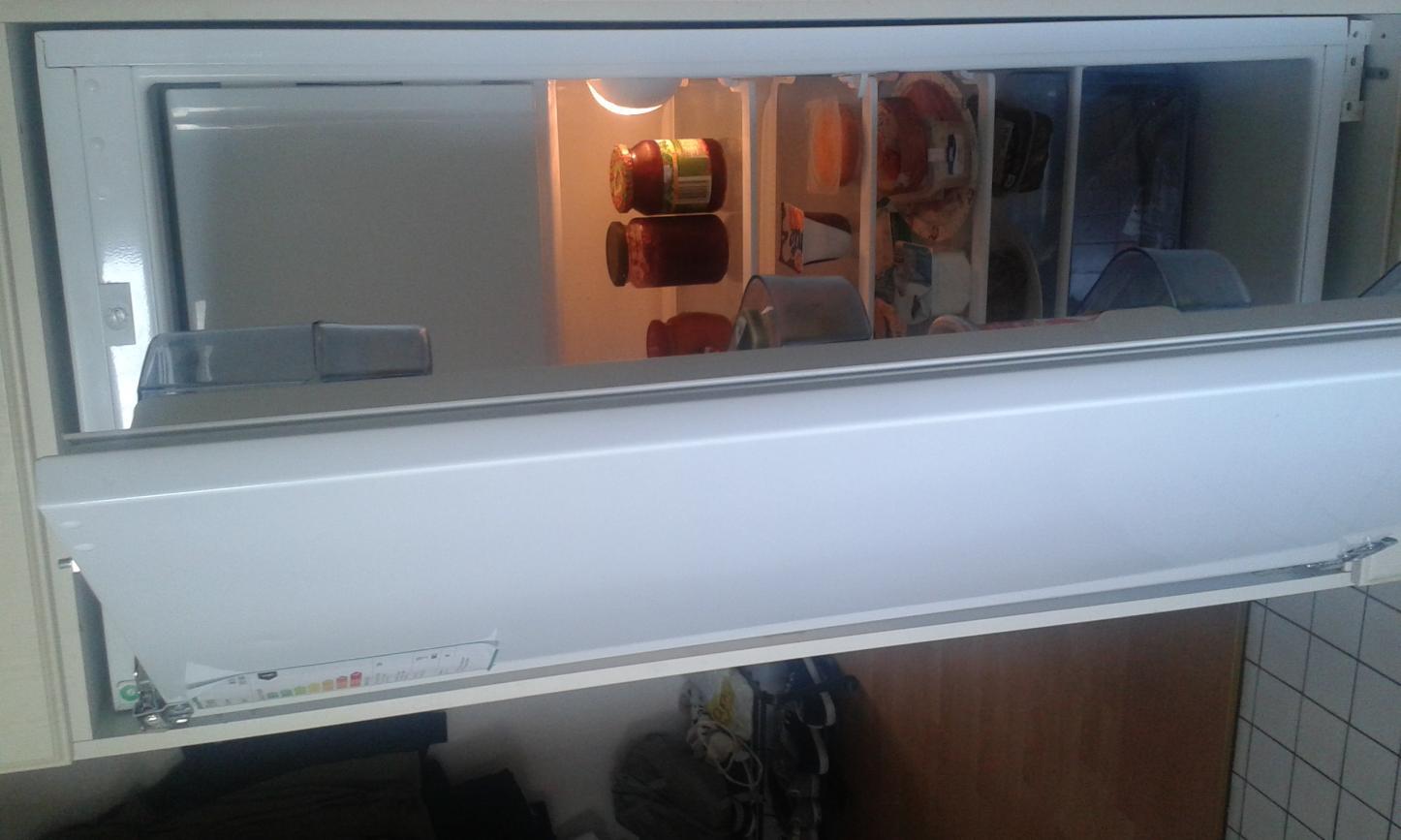 Bosch Kühlschrank Einbau Mit Festtürmontage : Einbaukühlschrank von schlepptür auf festtür