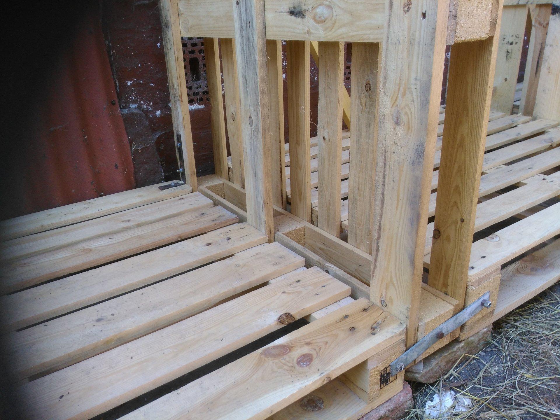 Holzlager aus Paletten (4).jpg