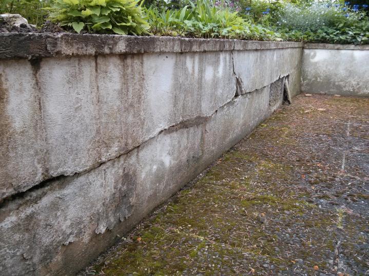 Außenmauer Verkleiden terrassenmauer und putz bröckelt bzw wird marode