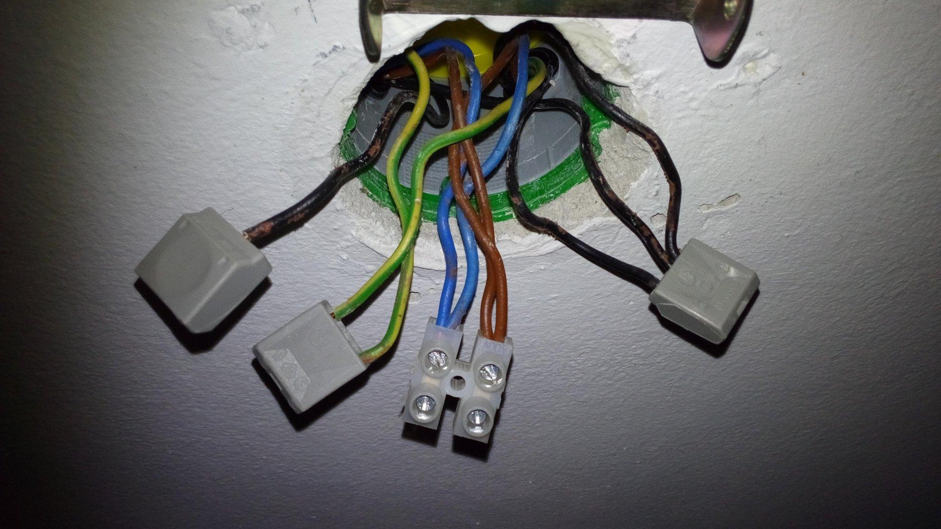 lampe wohnzimmer anschlieben : Deckenlampe Anschliessen Bei Serienschaltung Doppelwippschalter