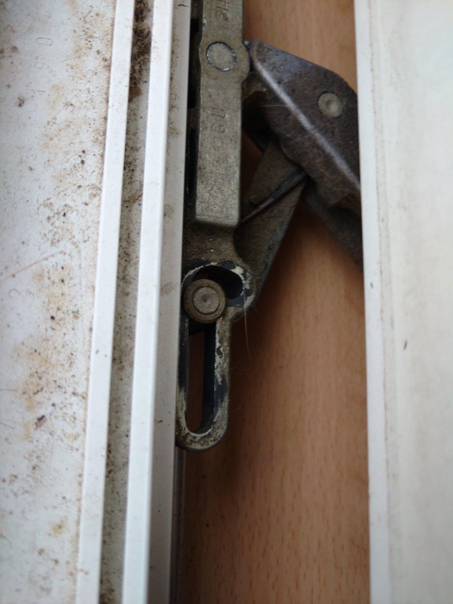 Top Balkontür schießt nichtmehr von allein AV97