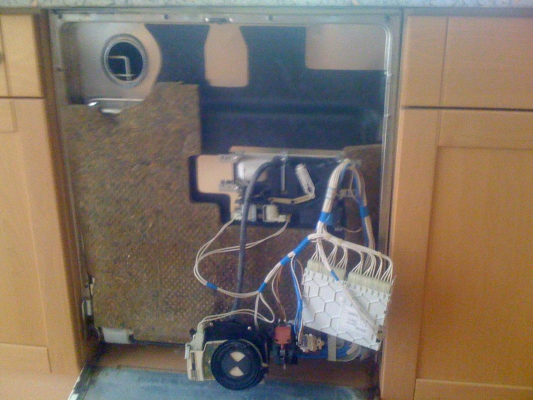 Siemens Kühlschrank Rattert : Miele geschirrspüler rattert aus frontklappe hinter spülmittelklappe