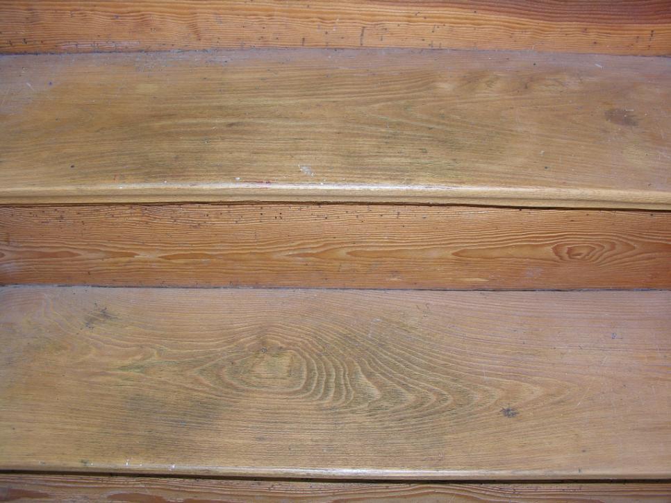 Holztreppe Putzen aufarbeiten einer alten holztreppe
