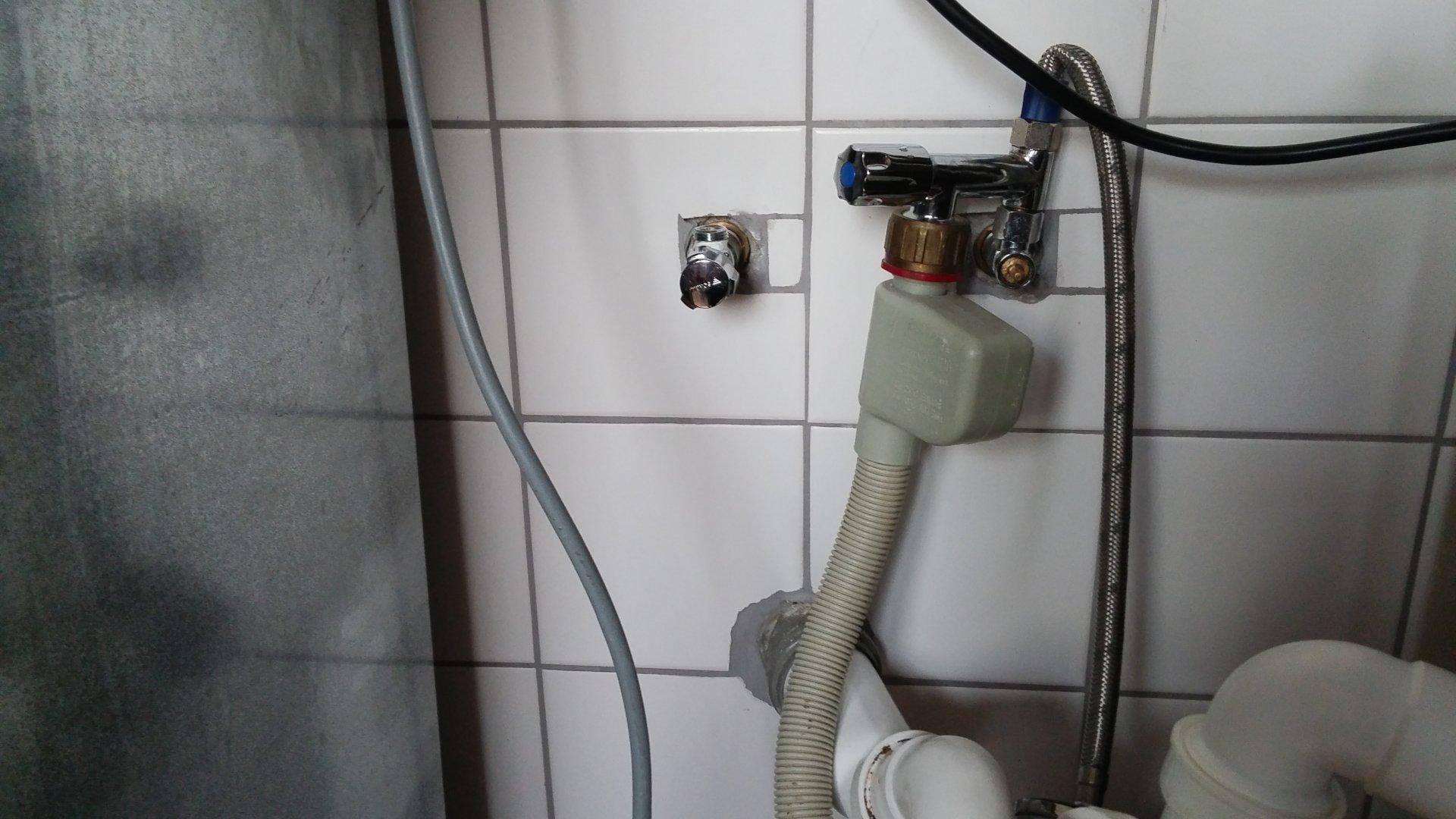 Küche] Wasseranschluss für Spülbecken sowie Spülmaschine