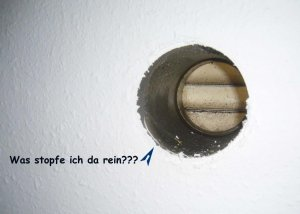 Abluft abzugsrohr vom dunstabzug ausstopfen