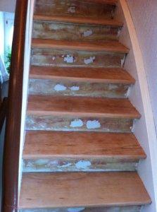 treppe abschleifen und klar wei lasieren. Black Bedroom Furniture Sets. Home Design Ideas