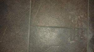 Fußboden Fliesen Ausbessern ~ Kratzer in bodenfliesen ausbessern