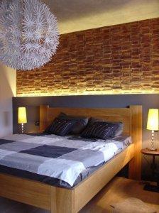 moderne-schlafzimmer-ideen-einrichten-ziegelwand-holzbett-hinter ...