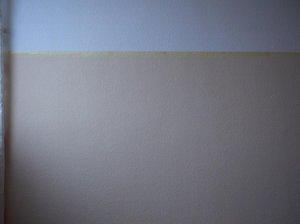 pl tzlich streifen auf gestrichener wand. Black Bedroom Furniture Sets. Home Design Ideas