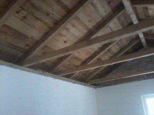 feuchte stellen an dach innen. Black Bedroom Furniture Sets. Home Design Ideas